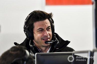 """Wolff: """"Ferrari bir saniye hızlanab..."""