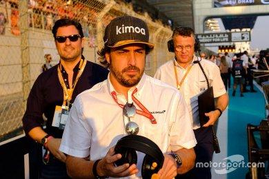 Alonso, bu sene Ricciardo'nun yerine geçeceği iddialarına güldü